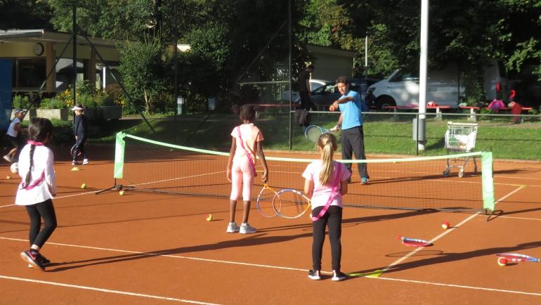 Le scuole elementari al tennis!